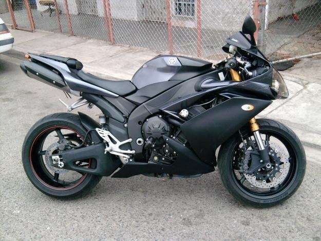 2008 Yamaha R1 photo