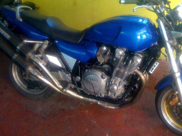 FOR SALE: YAMAHA XJR1200 photo