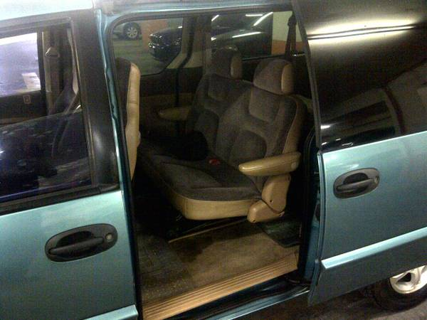 Chrysler/Dodge Caravan image 5
