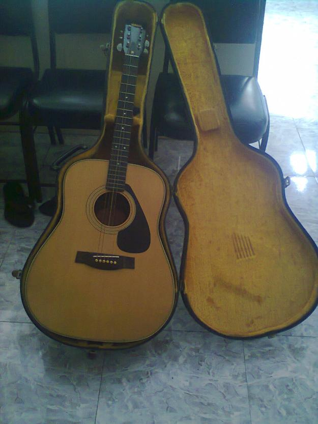 yamaha acoustic guitar photo