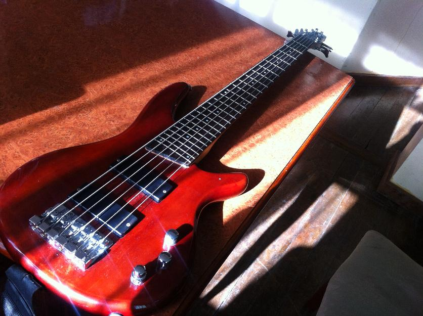 6 string base ibanez photo
