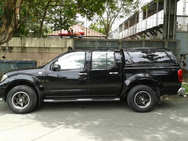 2009 Black Nissan Navara photo