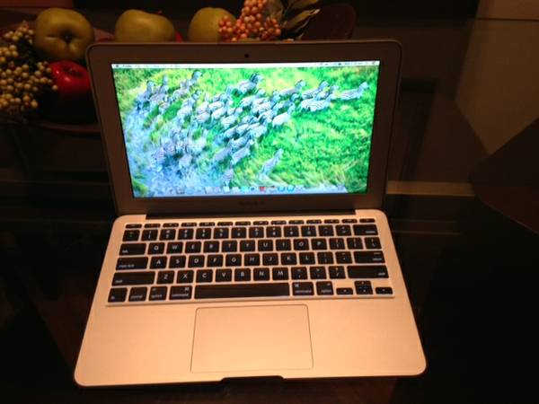 11 inch Macbook Air Like New photo