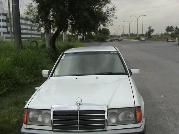 Mercedes Benz 220E 1992 Euro version photo