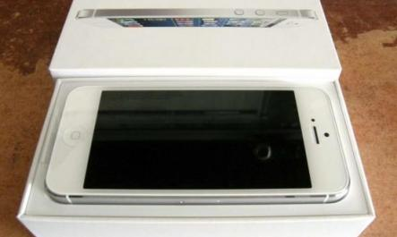 White Apple iphone 5 16gb openline Complete photo