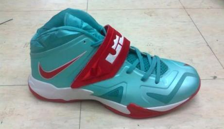 NIKE Zoom Lebron Soldier 7 photo