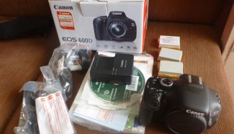 canon 600d mint cond body only with 3 batteries photo