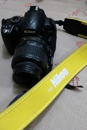 Dslr Nikon Camera D3000 With Tripod photo
