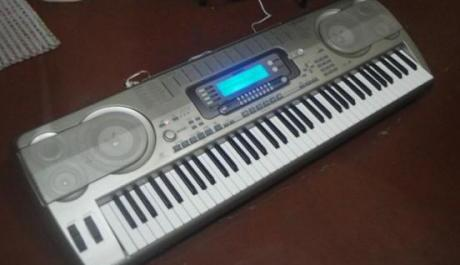 Casio wk3700 Portable keyboard 6-octaves,76-keys photo