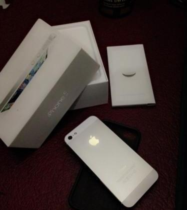 iPhone 5 White 16gb with Box same IMEI photo