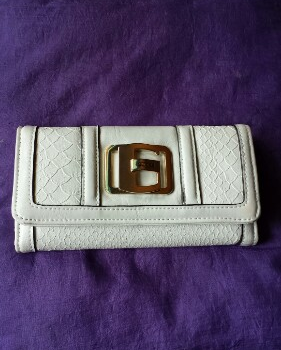 Guess Ladies wallet photo