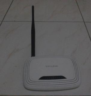 TP-LINK Router and Switch Hub photo