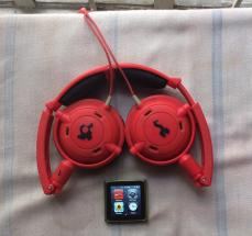 iPod Nano 6th gen 8gb with original skullcandy headphone photo