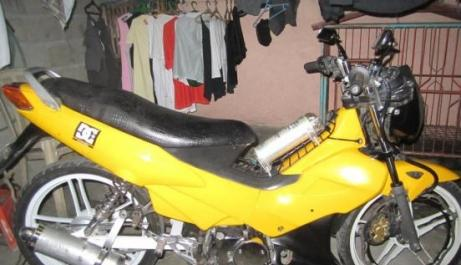 Yellow Honda Xrm 110 photo