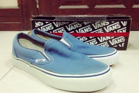 Vans Classic Slip-On In Navy photo
