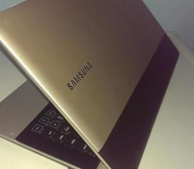 Samsung Gold AMD E-300 APU With Radeon HD Graphics photo