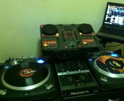 Dj Turntable Set photo