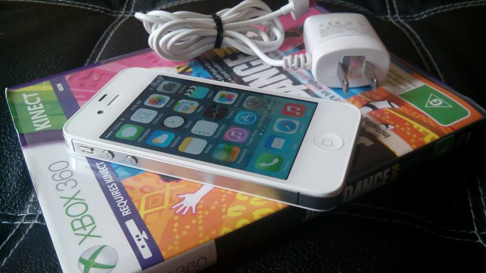 apple iphone 4s 8gb (globe/tm lock) photo