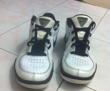 Nike basketball shoe 9.5us photo
