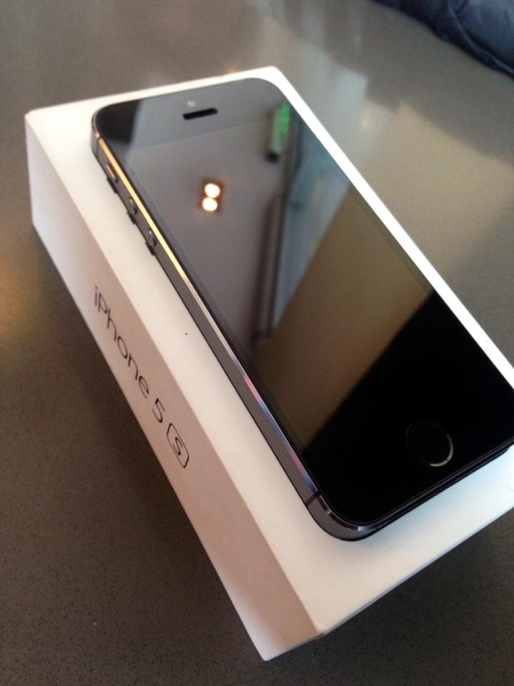 Iphone 5s SMART LOCKED 16gb photo