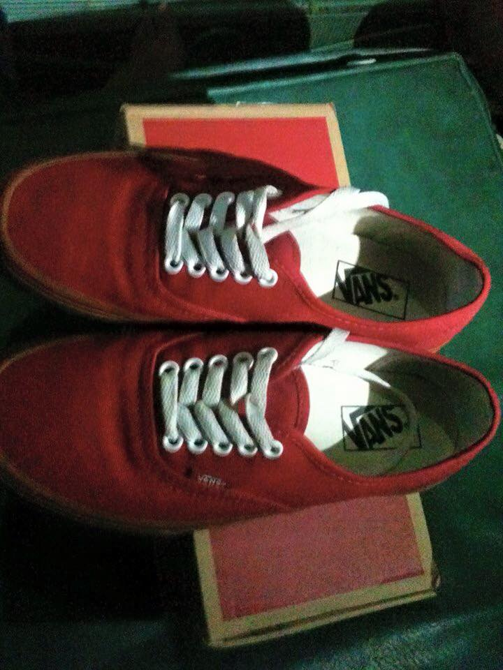 Vans red gumsole photo