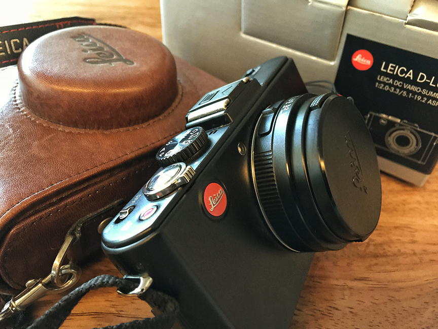 Slightly used LEICA D-LUX 5 Digital Camera photo