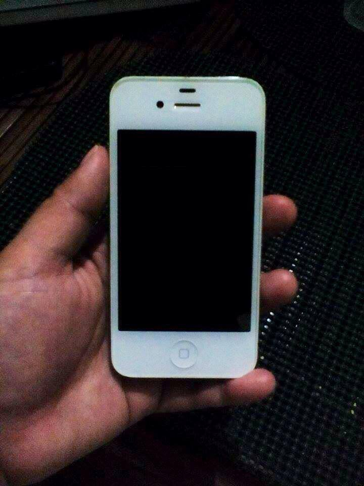 iPhone 4s 16GB White (Globe-locked) with FREE* Smart Bro Broadband Stick photo