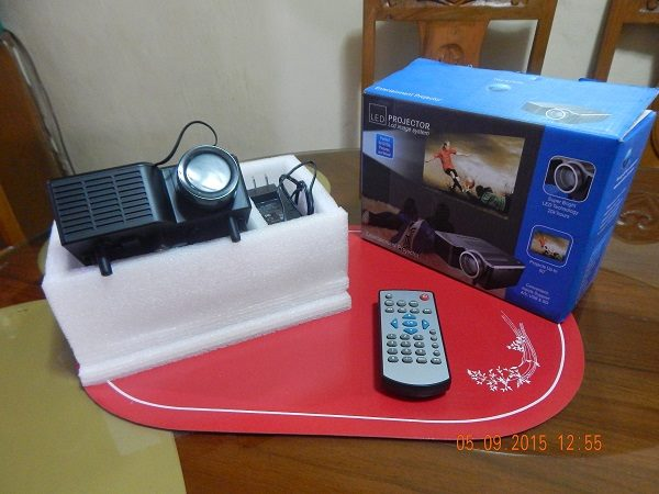 Compact LED Projector HD with VGA and HDMI Complete package photo