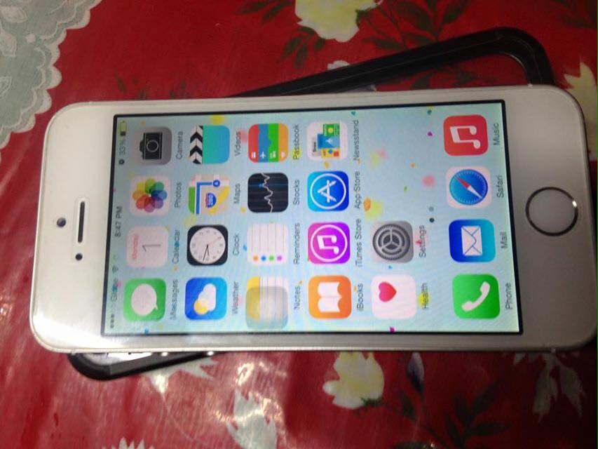 iPhone 5s 16gb Factory Unlocked Silver photo