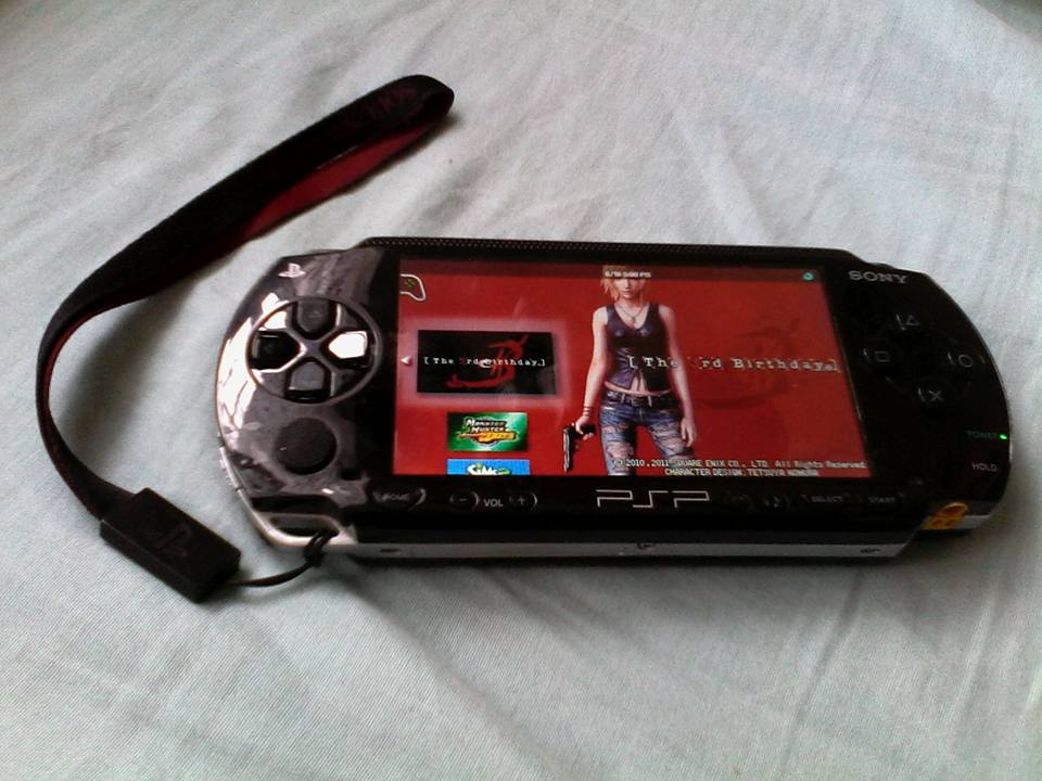 Sony PSP1000 (Black) loaded with games photo