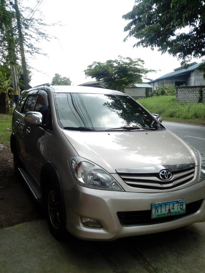 Toyota INNOVA E 2010 MODEL photo