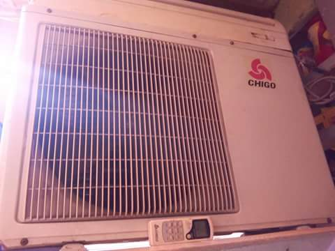 SPLIT TYPE AIRCON 2 HP w/remote photo