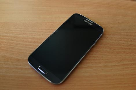 Samsung Galaxy S4 LTE GT-I9505 Color Pebble Blue photo
