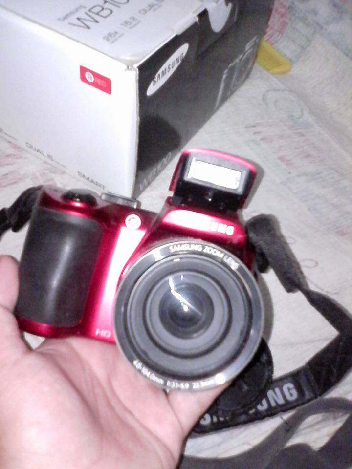 Samsung WB100 red photo