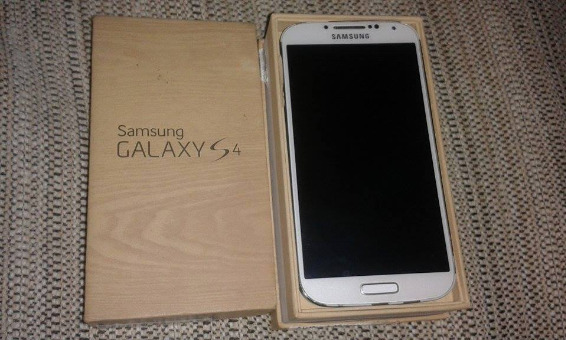 Samsung Galaxy S4 I9505 LTE White 16gb Complete With Box photo