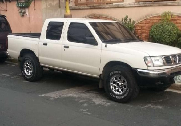 2001 Nissan Frontier 4x2 all power manual trans photo