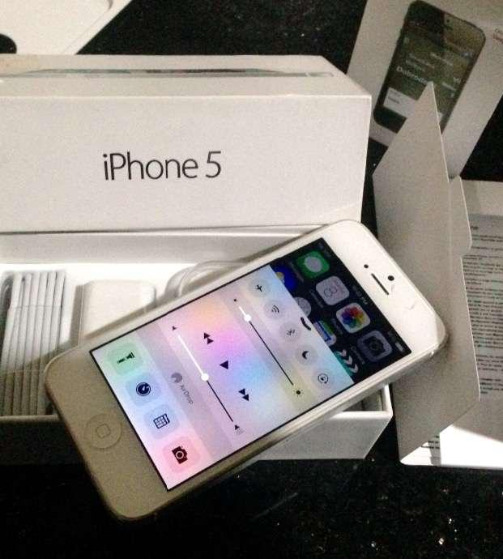 Iphone 5 white complete w box photo