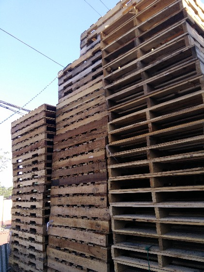 For sale plastic pallet and wooden pallet etc. photo