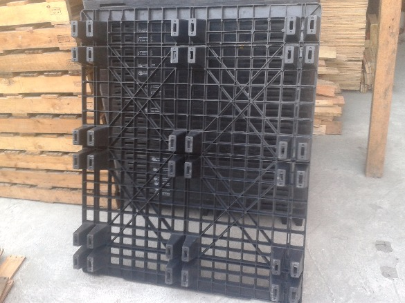 For sale second hand plastic pallet photo
