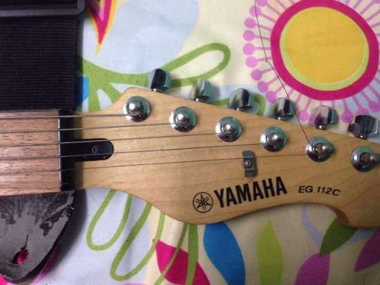 Yamaha electric guitar image 4