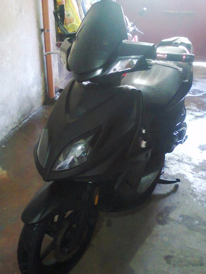 kYMCO SUPER 8/MODEL 2010 BLACK/ 1ST OWNER photo