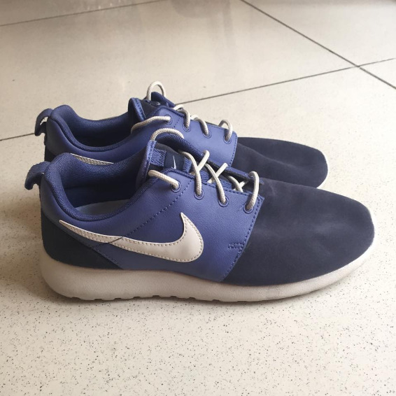 Nike roshe run premium photo