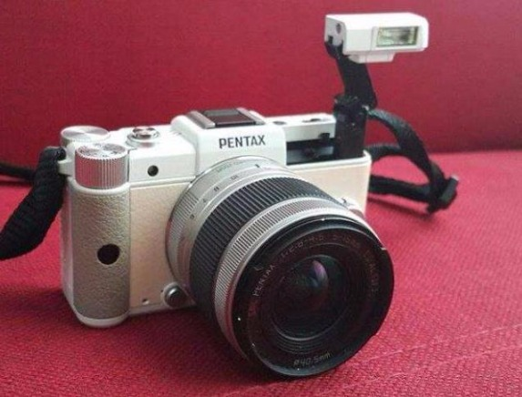 DSLR Pentax Q with 5-15mm lens and accessories photo