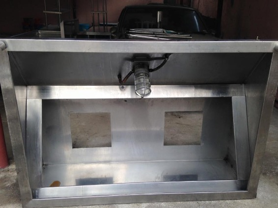 stainless steel kitchen rack/equipment photo