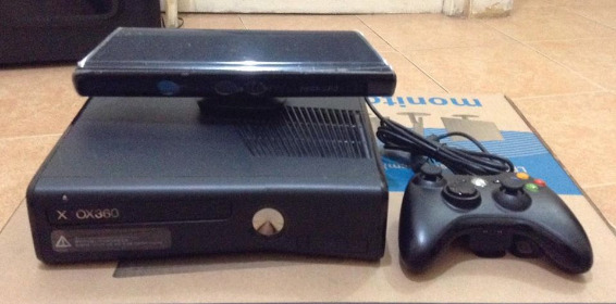 XBox 360 with Kinect 250GB photo