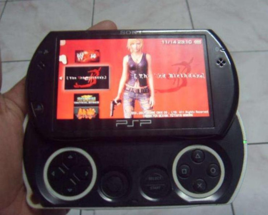 PSP GO 16GB Mmc Loaded with 30Games photo