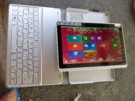 Acer aspire, detouchable, touch screen, photo