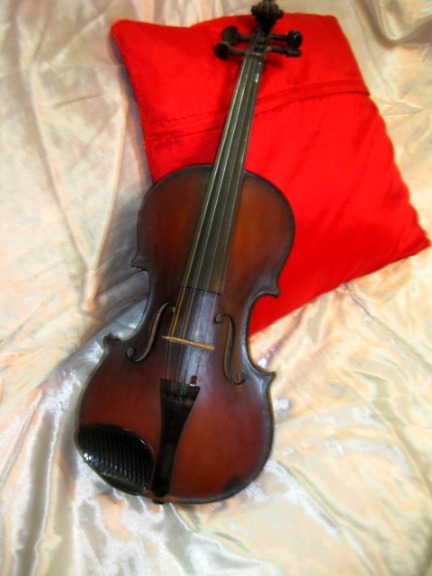V intage Violin photo