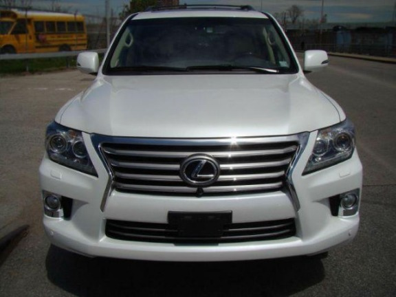 Selling My Used 2015 LEXUS LX570 V8 full option photo