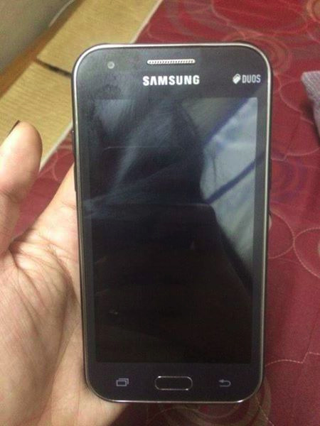 Samsung Galaxy J1 photo